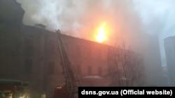 Пожежа в будинку на Грушевського, 4б в Києві