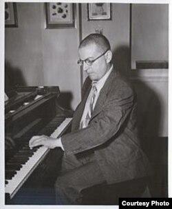 Однорукий Пауль Витгенштейн за пианино