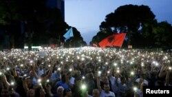 Протестът в Тирана срещу управлението на министър-председателя на Албания Еди Рама.