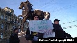 Одиночные пикеты в поддержку Ильдара Дадина в Петербурге