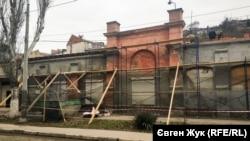 Здание бывшего трамвайного парка сейчас ремонтируют