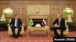 Türkmenistanyň prezidenti Gurbanguly Berdimuhamedow we Orsýetiň prezidenti Wladimir Putin, Aşgabat, 11-nji oktýabr, 2019.
