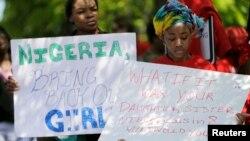 Акція на підтримку викрадених у Нігерії дівчаток біля нігерійського посольства у Вашингтоні, 6 травня 2014 року