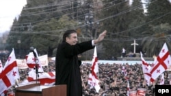 Саакашвили надеется, что с Путиным-премьером ему будет легче договориться