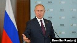 Владимир Путин на пресс-конференции на полях саммита БРИКС. Бразилиа, 14 ноября 2019 года.