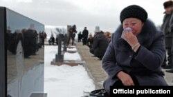 """Мемориальный комплекс """"Ата-Бейит"""", Бишкек, 16 ноября 2011 года."""