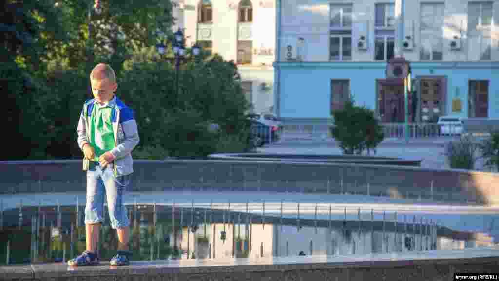 Ребенок в парке Тренева в Симферополе, 7 июля 2017 года