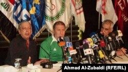 المدرب البرازيلي زيكو (وسط) في مؤتمر صحفي ببغداد