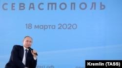 Владимир Путин во время встречи с общественностью, Севастополь, 18 марта 2020