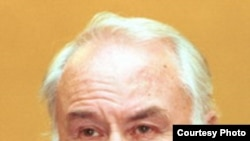 "Хамраев Али Иргашалиевич. [Фото — <a href=""http://www.kinogildia.ru/pages/pg_reg.php?page=12&ID=1017"" target=""_blank"">Киногильдия</a>]"
