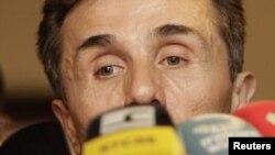 Бідзіна Іванішвілі зьвяртаецца да сваіх прыхільнікаў на мітынгу 05 кастрычніка 2012