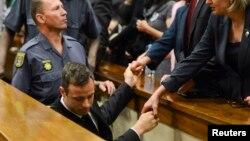 Pistorius napuštajući sudnicu, 21. oktobar 2014.