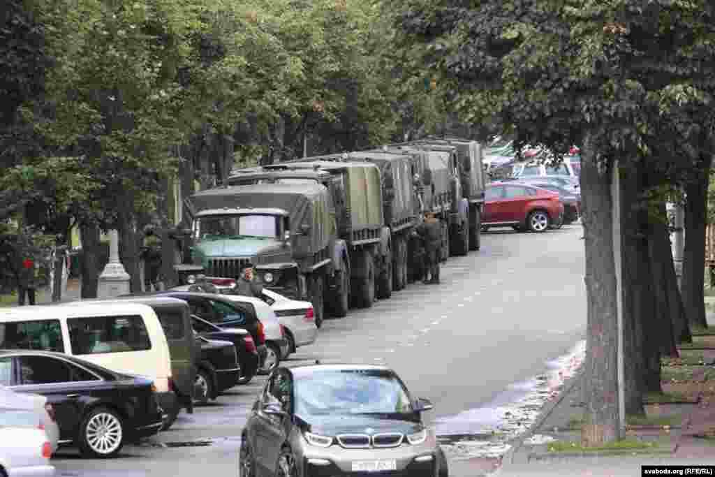 Вайсковая тэхніка на вуліцах Менску да пачатку марша