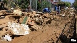 Prizori sa poplavljenih područja oko Skoplja