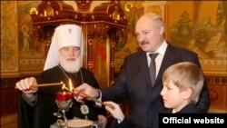Belarus prezidenti oğlunu siyasətə hazırlayır