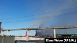 Теміртау металлургия комбинатынан ауаға тарап жатқан түтін. 26 ақпан 2018 жыл