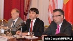 La o dezbatere la Chișinău cu ambasadorul american William Moser și Dirk Shuebel, ambasadorul UE