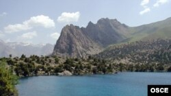 Lake Iskanderkul in Tajikistan's Sughd province - Tajikistan has rejected Uzbekistan's attempt to reinstate an air-traffic agreement in the border region.