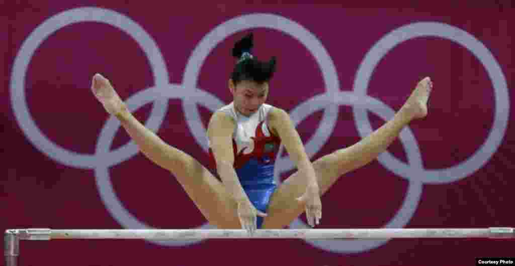 Лондон олимпиадасына қатысқан гимнаст Мөлдір Әзімбай. 8 тамыз . 2012 жыл. Сурет олимпиада ойындарының ресми сайтынан алынды.