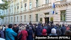 Građani pred zgradom Vlade zatražili smjene
