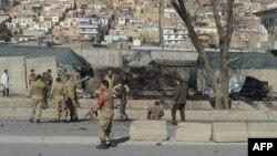 Forcat e sigurisë afgane në vendin e eksplodimit të sotëm