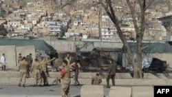 Pjesëtarët e sigurisë afgane në vendin e sulmit vetëvrasës sot në Kabul