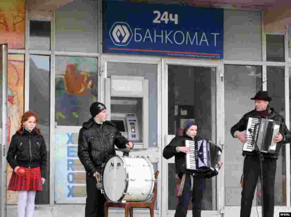 4 сакавіка, чацьвер - Дзень сьвятога Казіміра, заступніка рамесьнікаў. У Горадні адбыўся з гэтай нагоды кірмаш рамёстваў.