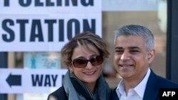 Kryetari i ri i Londrës, Sadiq Khan (djathtas) dhe gruaja e tij, Saadiya, 5 Maj 2016, Londër