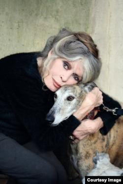 Актриса Брижит Бордо с собакой. Фото предоставлено фондом Брижит Бордо.