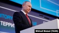 Володимир Путін під час виступу на міжнародному арктичному форумі в російському Архангельську 30 березня 2017 року