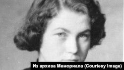 Наталья Горбаневская - фото 1953 года