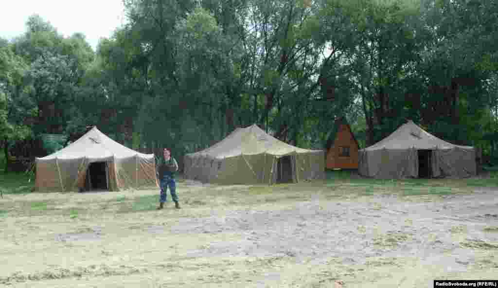 У шістьох військових наметах розмістять до 200 чоловік (фото О. Овчинникова)