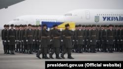 اجساد ۱۱ اوکراینیای که در حادثه سقوط یک طیاره اینکشور در ایران کشته شده بودند، به اوکراین رسید.