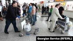 В Тбилисском международном аэропорту заявили, что тело криминального авторитета в грузинскую столицу не доставляли