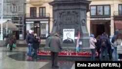 Svijeće za ratnog zločinca na glavnom zagrebačkom trgu