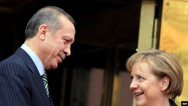 Turkish Prime Minister Recep Tayyip Erdogan (left) meets with German Chancellor Angela Merkel.
