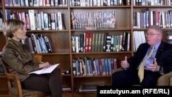 Армения -- Заместитель посла США в Армении Кларк Прайс дает интервью Радио Азатутюн, Ереван, 23 марта 2016 г.
