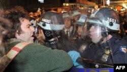 """ნიუ-იორკი, 15 ნოემბერი: პოლიცია იღებს მოძრაობა """"დაიკავე უოლ სტრიტის"""" ბანაკს"""