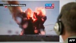 «Протон-М» зымыран тасығышы апатын тікелей эфирден көріп тұрған адам. Зымыран тасығыш ұшқаннан кейін бірден Қызылорда облысы аумағына құлады. 2 шілде 2013 жыл.