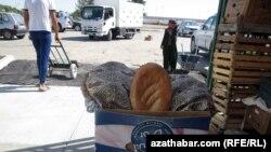 Уличная продажа хлеба, Ашхабад