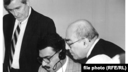 From left: David Newton, broadcaster Nabil Ahmed and chief editor Kamran Karadaghi, preparing for the first newscast of Radio Free Iraq (October 30, 1997).