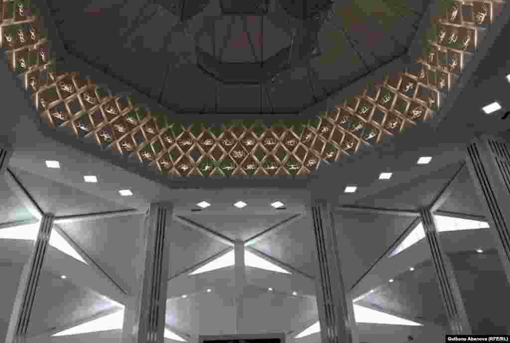 В настоящее время в Казахстане действуют 2600 мечетей. Мечеть Ырыскелди-кажы - девятая по счету в Астане.