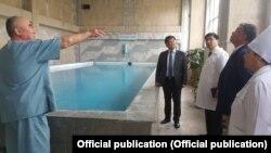 Талантбек Батыралиев в НИИ курортологии и восстановительного лечения. Фото пресс-центра Минздрава КР.