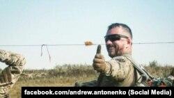 Сержант Сил спеціальних операційАндрій Антоненко(на фото) стверджує, що звинувачення у вбивстві журналіста Павла Шеремета висувають йому
