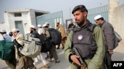 A policeman stands guard outside a Jamaat-e Tabligh mosque in Peshawar.