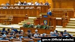 Премьер-министр Румынии Дачиан Чолош выступает в парламенте. Иллюстративное фото.