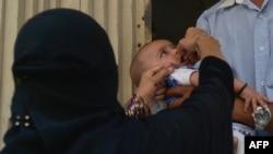 Під час щеплення від поліомієліту, Карачі, фото 15 квітня 2016 року