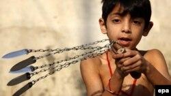 Ребенок, истязающий себя в день Ашура
