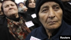Большинство беженцев спустя десятилетия не теряют надежду и хотят вернуться в родные места. Об этом свидетельствуют результаты последнего соцопроса, в котором участвовали более 2000 беженцев в разных регионах Грузии