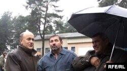 Аляксандар Бухвостаў (зьлева) на мітынгу прафсаюзаў упарку 50-годзьдзя Кастрычніка.